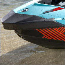 ポリテック素材のハルで船体を軽量化