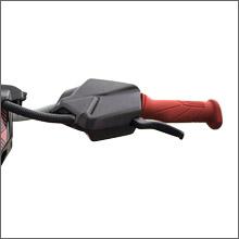 iBR(Intelligent Brake and Reverse)システムで低速やコーナリングブレーキで安定した操縦を実現