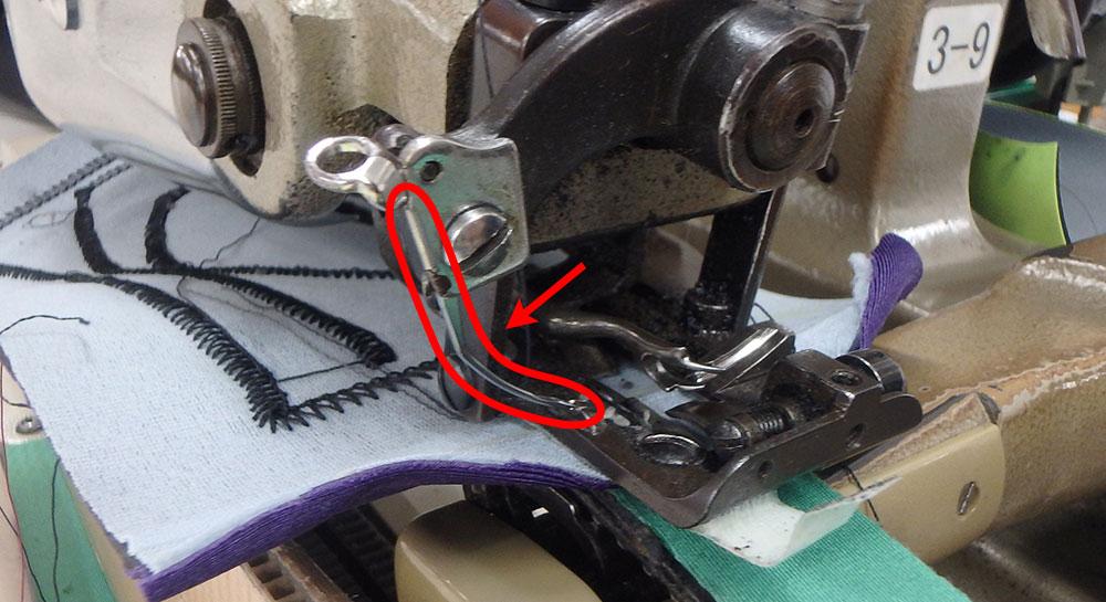 ほんの数ミリしかない生地の表面だけをすくって縫う